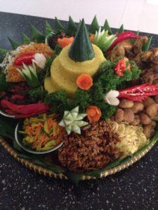 Pesan Nasi Tumpeng di Pasar Minggu
